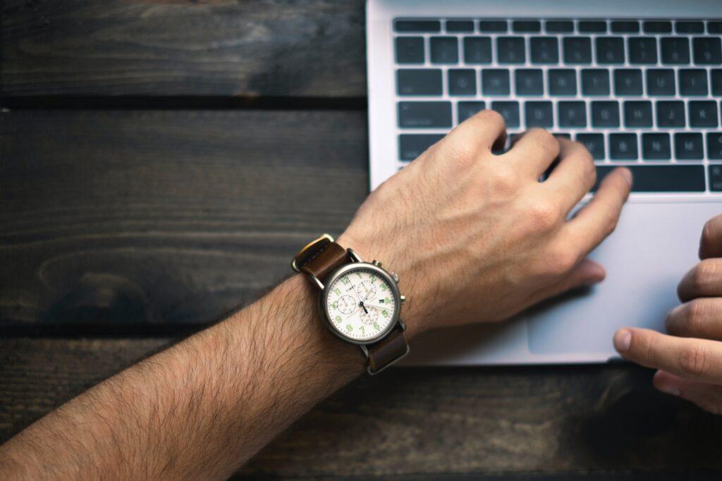 Dlaczego czas jest tak ważny? Kilka uwag na temat sensu mierzenia czasu w pracy